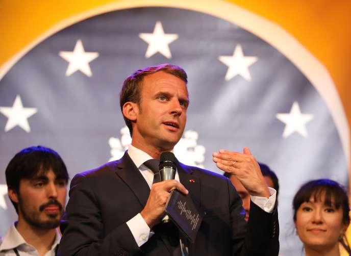 Le président Emmanuel Macron lors d'une manifestation pour leprix Charlemagne de la jeunesse, à Aix-la-Chapelle, le 9 mai.