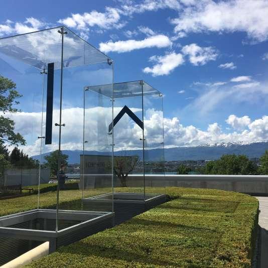 Le bâtiment qui abrite les collections de la Fondation Martin Bodmer a été conçu par l'architecte suisse Mario Botta. Il a été inauguré en 2003 à Cologny, tout près de Genève.
