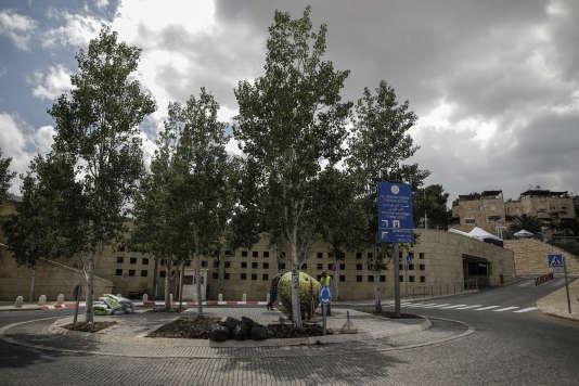 L'actuel consulat américain, dans le quartier d'Arnona, à Jérusalem, le 9 mai. Ce bâtiment abritera temporairement l'ambassade américaine le 14 mai.
