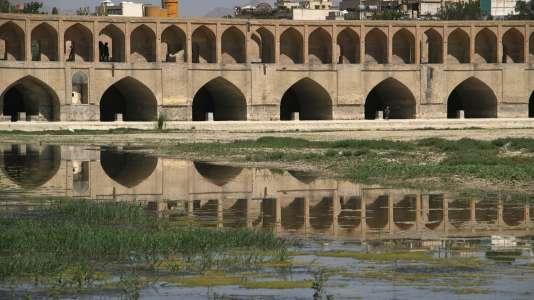 Une politique de grands travaux a encourage la construction de gigantesques barrages.
