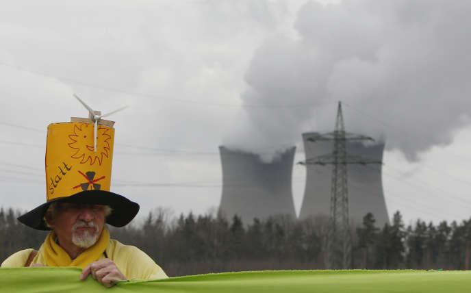 Lors d'une manifestation contre le nucléaire, en mars 2012, devant la centrale de Gundremmingen.