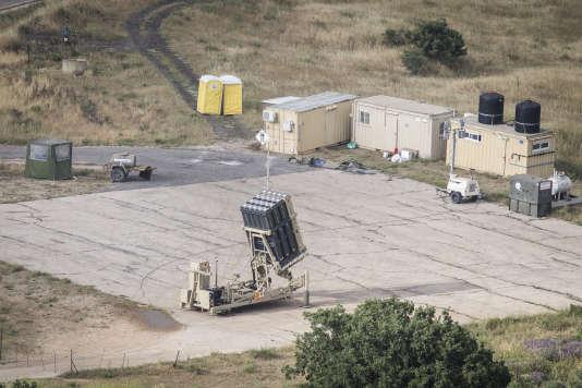 Le système israélien de défense aérienne utilise de petits missiles guidés par radar, pouvant anéantir en plein vol des roquettes de courte portée et des obus d'artillerie et de mortier.