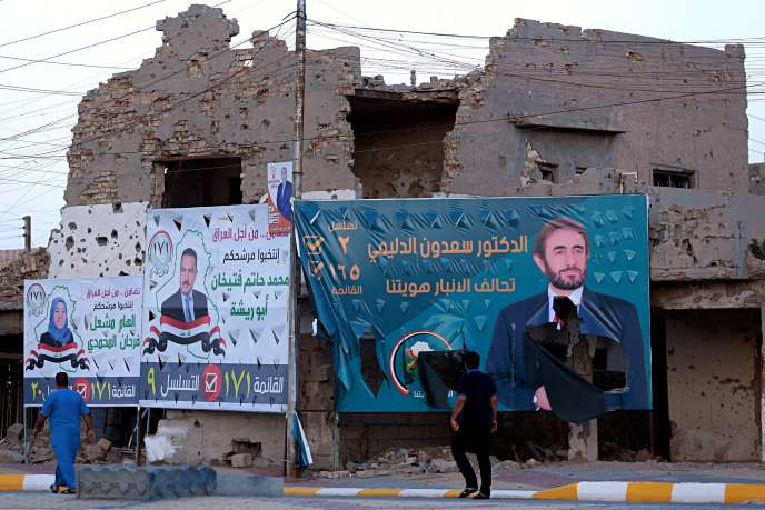Affiches de campagne à Ramadi, à une centaine de kilomètres de Bagdad, le 11 mai.