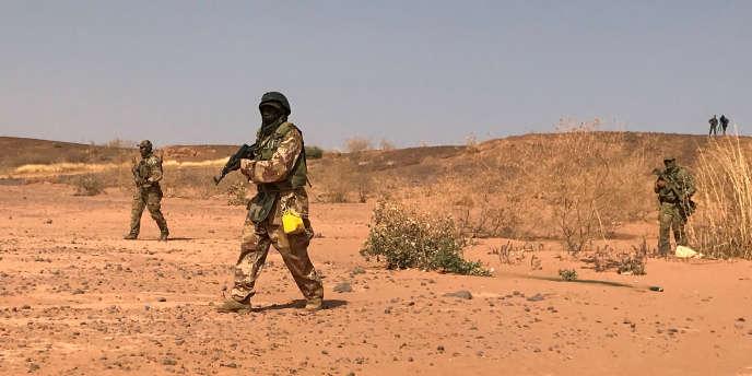 Des commandos nigériens à l'entraînement, dans la région de Ouallam, à l'ouest du Niger, en avril 2018.