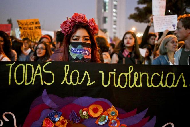 Manifestation contre les violences faites aux femmes, à Santiago du Chili, le 11mai.