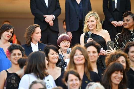 La réalisatrice Agnès Varda (au fond au centre) et la présidente du jury, Cate Blanchett, (en haut à droite) ont lu un discours commun, l'une en anglais, l'autre en français.