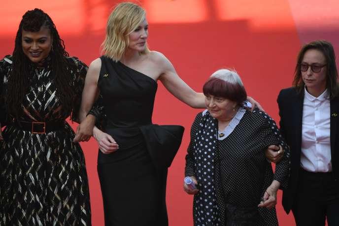 Le 12 mai 2018, Ava DuVernay, Cate Blanchett, Agnès Varda et Céline Sciamma (de gauche à droite) avaient monté les marches du Palais des festivals aux côtés de 78 autres femmes, pour montrer le nombrede réalisatrices sélectionnées en compétition officielle depuis la création du Festival en 1946.