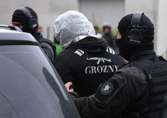 Arrestation à Strasbourg dimanche 13 mai d'un proche de Khamzat Azimov, le jeune Tchétchène qui a commis l'attaque au couteau de samedi à Paris.