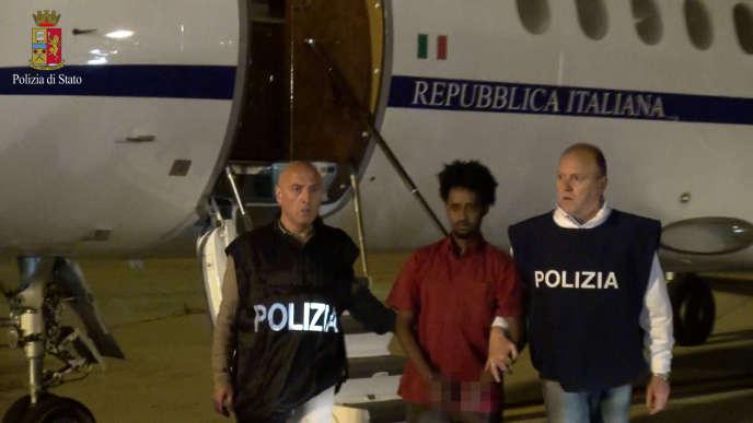 Medhanie à son arrivée à l'aéroport italien de Palerme, depuis le Soudan, en juin2016.