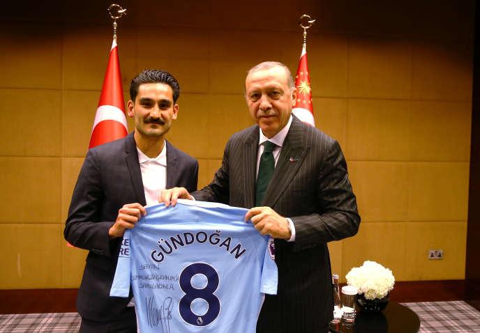 Ilkay Gündogan et Recep Tayyip Erdogan, à Londres, le 13 mai.