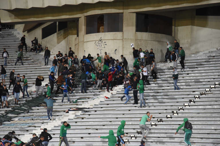 Incidents lors d'un match du Raja de Casablanca, en mars 2016.
