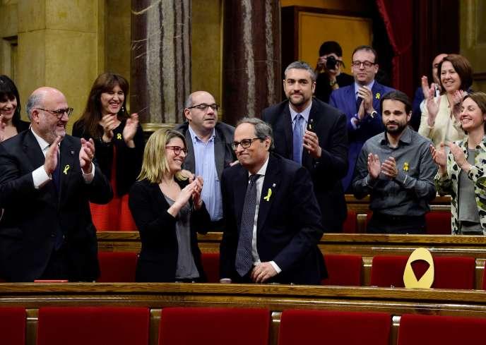Quim Torra (au centre), député de la coalition Ensemble pour la Catalogne, vient d'être élu président de la Généralité de Catalogne, le 14 mai.