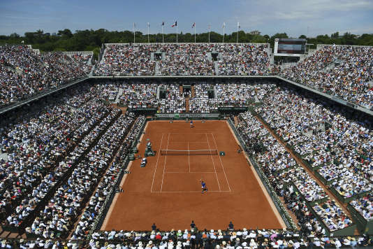 Vue d'ensemble du court central lors de la finale hommes entre Rafael Nadal et Stanislas Wawrinka, le 11 juin 2017.