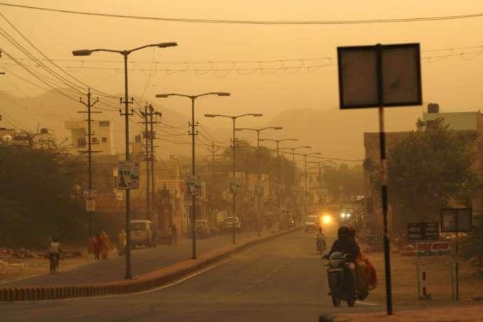 La circulation est difficile à Ajmer, dans l'Etat du Rajasthan, le 14 mai 2018, dans le nord de l'Inde.