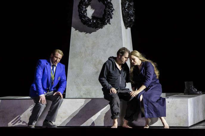 Günther Groissböck, Andreas Schager et Anja Kampe dans«Parsifal», de Wagner, mis en scène par Richard Jones à l'Opéra Bastille.
