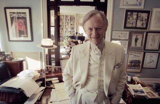 Tom Wolfe dans son appartement new-yorkais en 1998.