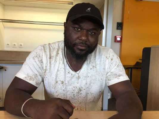Cristiano, demandeur d'asile angolais, attend sa convocation à l'Ofpra au centre de Chignin depuis le 27 mars 2018.