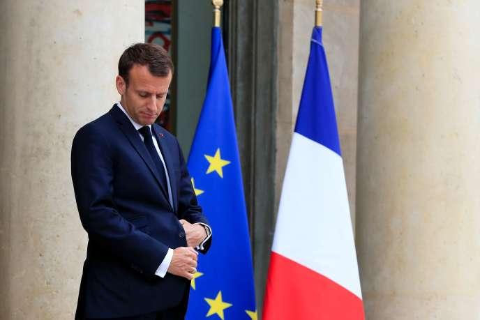 « L'action du chef de l'Etat semble audacieuse et réformatrice. Mais examinée dans son détail, elle révèle une certaine impuissance à changer la donne » (Emmanuel Macron, le 15 mai à Paris).