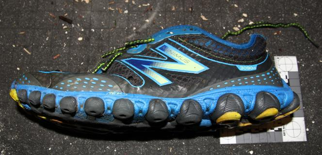 Chaussure New Balance Minimus Ionix 3090 découverte le 7 février 2016 sur Botanical Beach, sur l'île de Vancouver.
