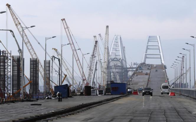 Les ponts en construction au-dessus du détroit de Kertch, le 14 mars. Ils seront achevés après leur inauguration.