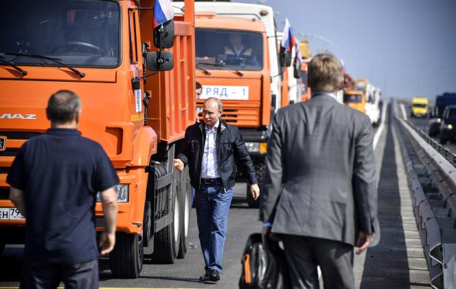 Vladimir Poutine inaugure le pont de Kertch, le 15 mai.