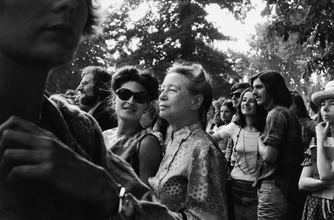 Simone de Beauvoir à la « Foire aux femmes », organisée à la Cartoucherie de Vincennes par le MLF, en 1973.