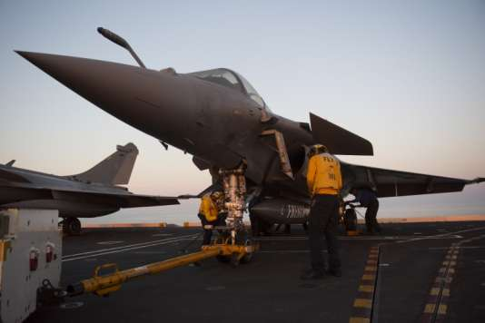 Des avions Rafale sur le porte-avions américain «USS George H.W. Bush», le 12 mai.