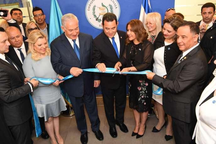 Le premier ministre israélien Benyamin Nétanyahou et le président du Guatemala Jimmy Morales, le 16 mai 2018 à Jérusalem.