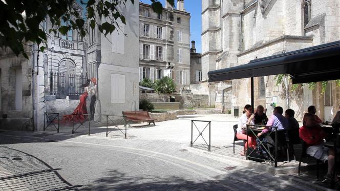 « Mémoires du XXe ciel », mur peint par le dessinateur belge Yslaire dans le square Saint-André.