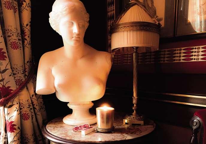 La bougie créée en édition limitée pour le 20e anniversaire de la fragrance de l'Hôtel Costes.