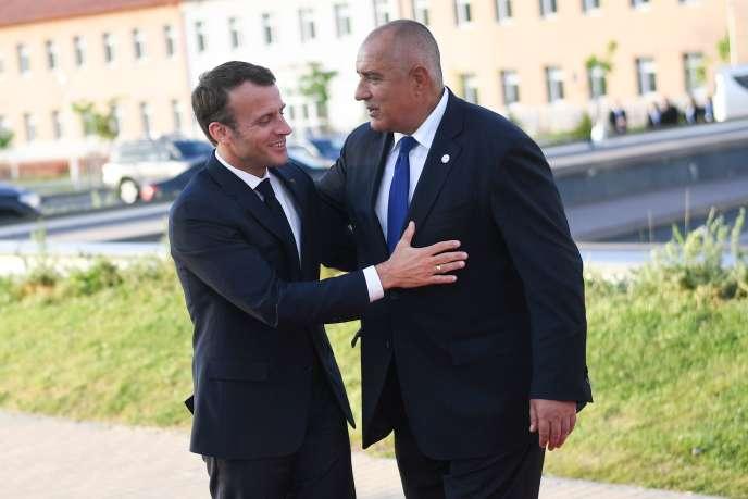 Le président français, Emmanuel Macron, et le premier ministre de la Bulgarie, Boïko Borissov, au Sofia Tech Park, à quelques kilomètres de la capitale bulgare, le 16 mai.