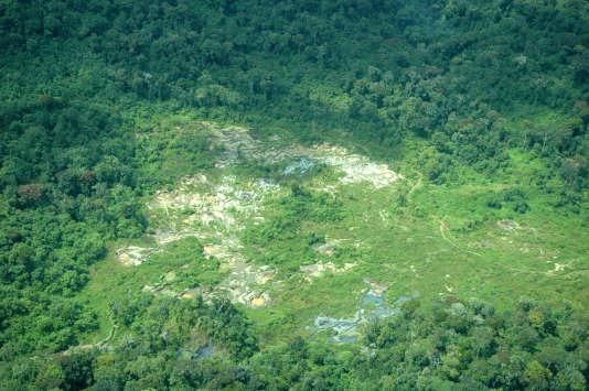 Un site minier dans le parc national de Kahuzi-Biega (République démocratique du Congo).