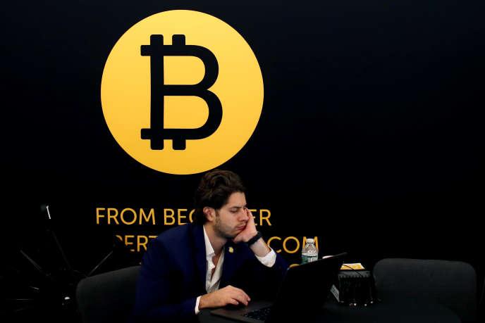 Le logo du Bitcoin à la conférence« Consensus 2018», organisée à New York mi-mai 2018.