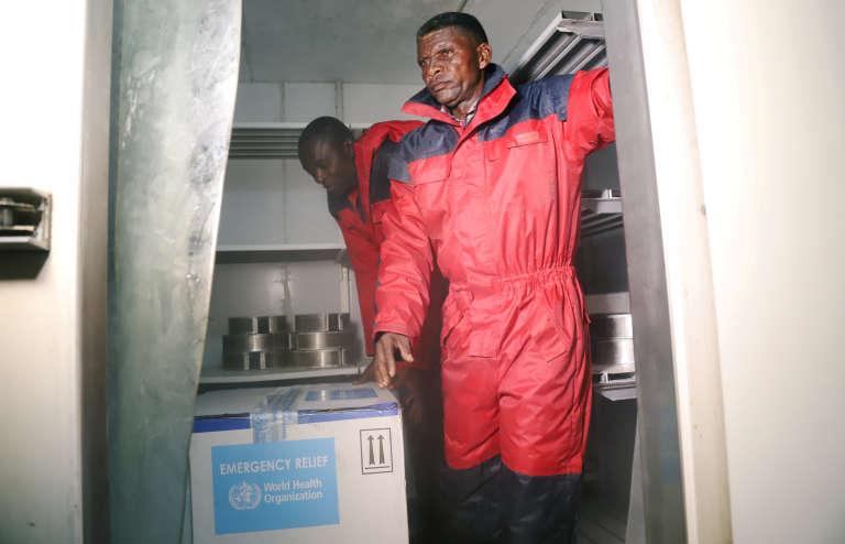 Un premier lot de 4 000 vaccins contre le virus fourni par l'OMS est arrivé à Kinshasa mercredi.
