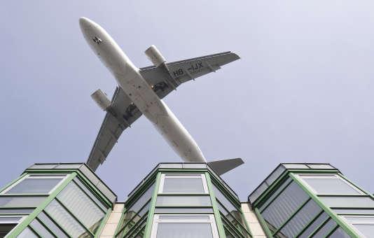 Un avion au-dessus de Berlin.