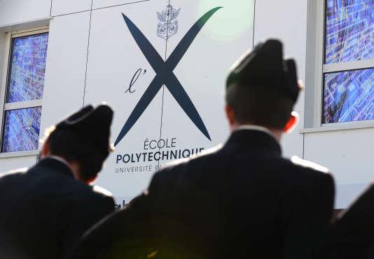 Devant l'Ecole polytechnique, à Palaiseau, dans l'Essonne, en avril 2016.