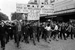 Une manifestation des travailleurs de la RATP, organisée par la CGT à Paris, le24mai1968.
