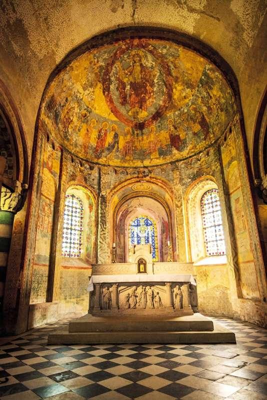 Les vitraux de l'église romane d'Anzy-le-Duc (Saône-et-Loire).