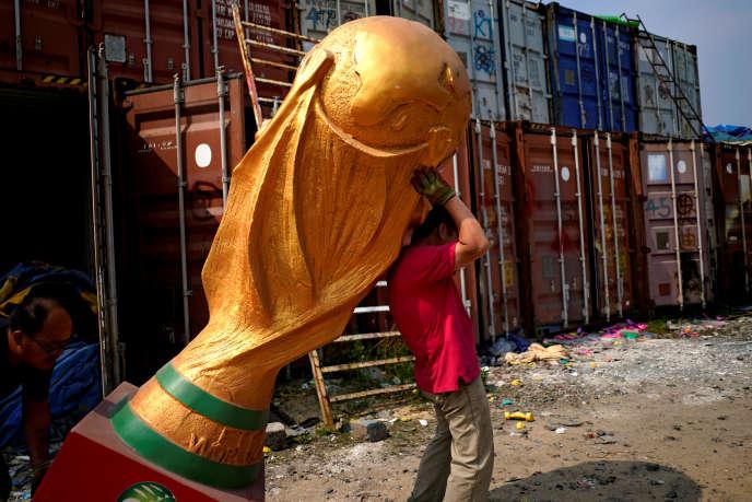 Le lourd fardeau de la Coupe du monde.