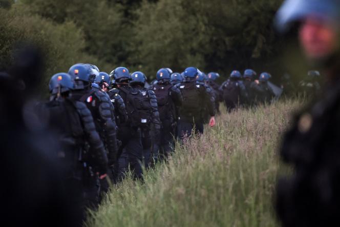 Des forces de l'ordre sur l'ancienne ZAD de Notre-Dame-des-Landes (Loire-Atlantique) le 17 mai 2018.