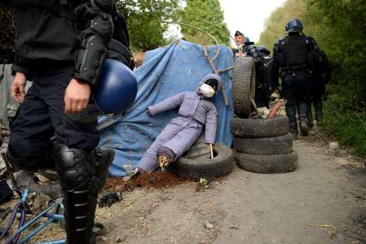 Les dix-neuf escadrons de gendarmerie mobile devraient revenir vendredi matin, pour expulser encore trois ou quatre squats.