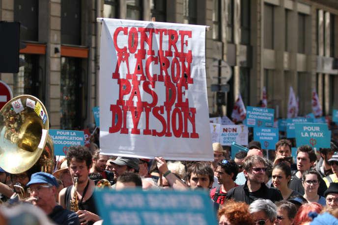 Manifestation « Fête à Macon», le 5 mai, à Paris.
