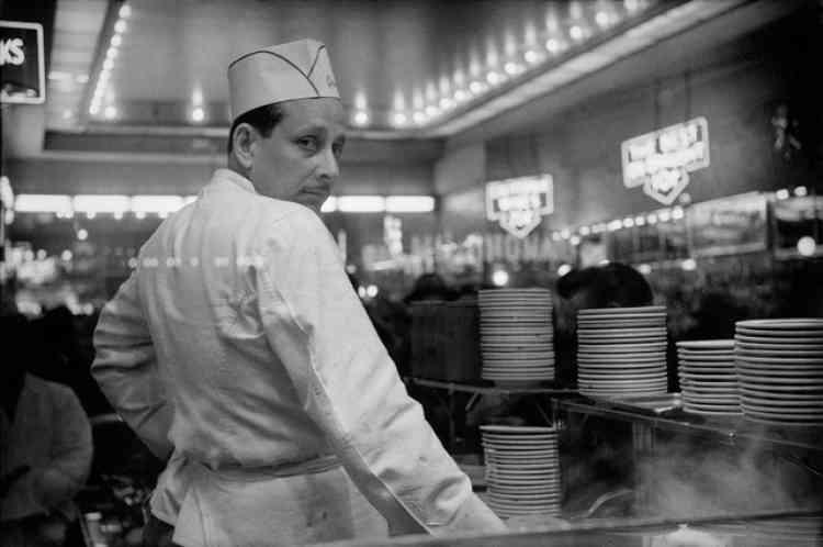 «Ce personnage était le cuisinier d'une cafétéria au cœur de Times Square, Grants, fermée depuis. Quelques années après, Harold Feinstein en parlait de la sorte: «Il y avait la cafétéria Grants au coin de la 42erue et de la 7eavenue. On pouvait y avoir une bière pour 35cents et un hot dog pour 15cents. Ce n'était pas Nathan's, mais ça le faisait (situé à Coney Island, le restaurant Nathan's est la référence des hot dogs)!»