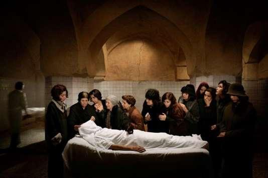 La série «By an Eyewitness» réalisée en 2012 par l'artiste iranienne Azadeh Akhlaghi.