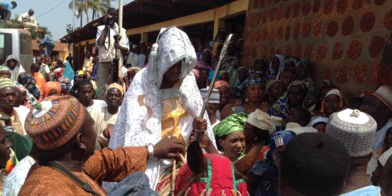 Intronisation d'une femme au conseil des notables de Banyo, dans le nord du Cameroun, le 25octobre 2016.