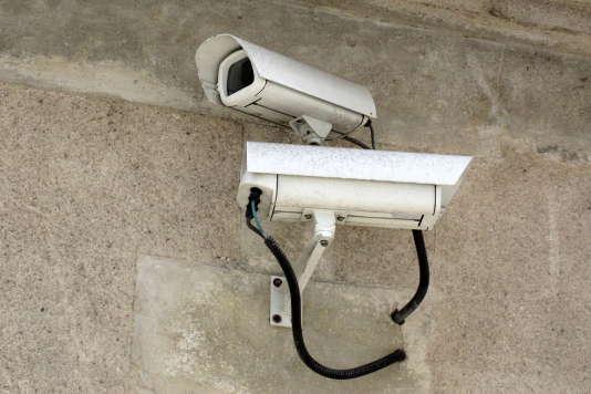 Caméras de surveillance sur la voie publique, à Cognac (Charente).