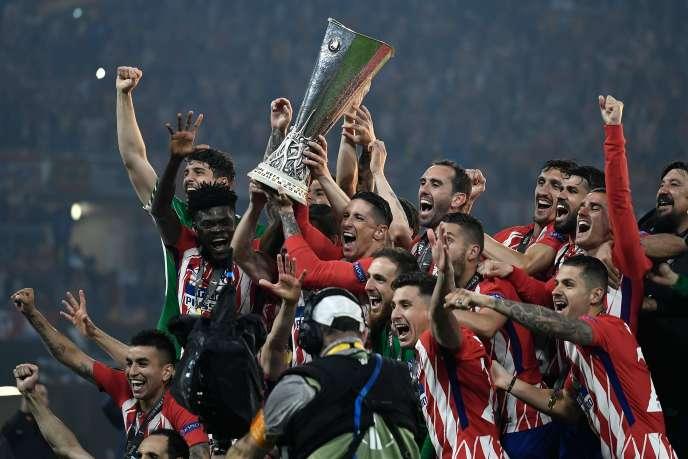La joie de l'équipe madrilène après sa victoire en Ligue Europa, à Lyon, le 16 mai.