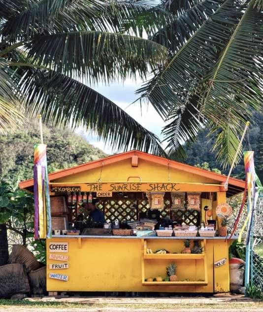 Le Sunrise Shack sert différents breuvages dont du café bio, des chais, des thés matcha ou encore bullet coffees.