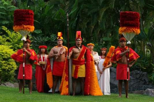 Un spectacle de danse polynésiennes au centre culturel d'Oahu.