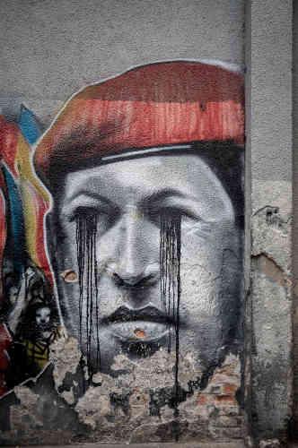 Un graffiti représentant Hugo Chavez, dans une rue de Caracas, le 16 mai.